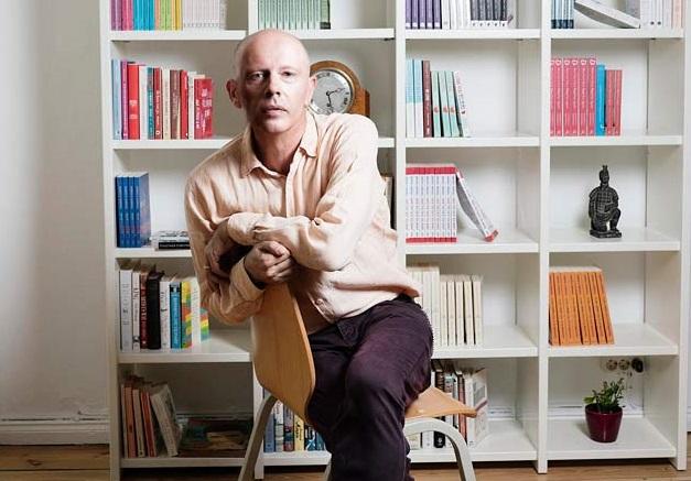 Bild von andrew g. marshall in seinem Wohnzimmer